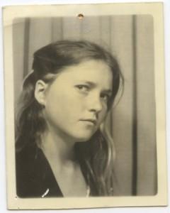 Elizabeth Montague in a Paris photobooth in 1977